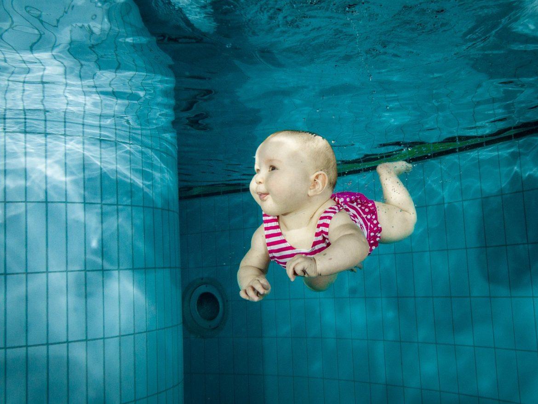 Wanneer Mag Baby Zwemmen.Babyzwemmen Vanaf Wanneer Kan Het En Wat Neem Je Mee