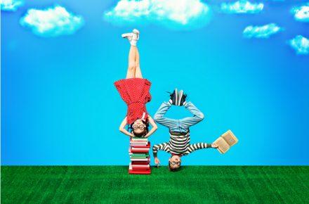 Voorlezen is belangrijk voor de ontwikkeling van je kind. Het is goed voor de taalontwikkeling maar ook voor de verbeeldingskracht. Veel kinderen worden voordat ze gaan slapen voorgelezen. Goed om dit ook in de vakantie door te zetten. In dit artikel vind je een aantal leuke boeken over de zomer.