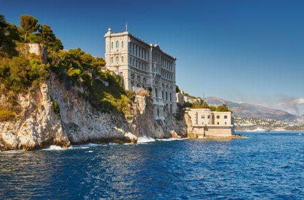 Aan de Côte d'Azur is een hoop te beleven voor gezinnen met kinderen. In dit artikel lichten we de leukste pretparken, dierentuinen en waterparken uit.