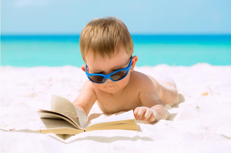 Vliegen met een baby is best een beetje spannend. Hoe zorg je ervoor dat je toch kunt ontspannen tijdens de vakantie? Met deze tips kom je de vliegreis en je vakantie wel door!