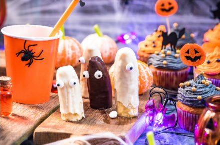 Hapjes voor Halloween nodig? Je vindt hier lekkere bladerdeed hapjes, tot gezonde hapjes om je Halloween feest tot een succes te maken