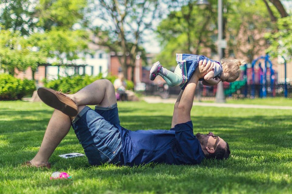 Hechting tussen ouder en kind, het is heel belangrijk voor de ontwikkeling van je kind. Maar hoe belangrijk is dat nu eigenlijk echt?