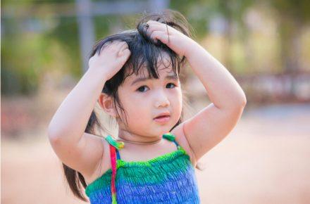 Hoofdluis is ongevaarlijk, maar wel vervelend en vaak wordt het verspreid op school. Wat kun je doen tegen hoofdluis én hoe kun je het voorkomen?