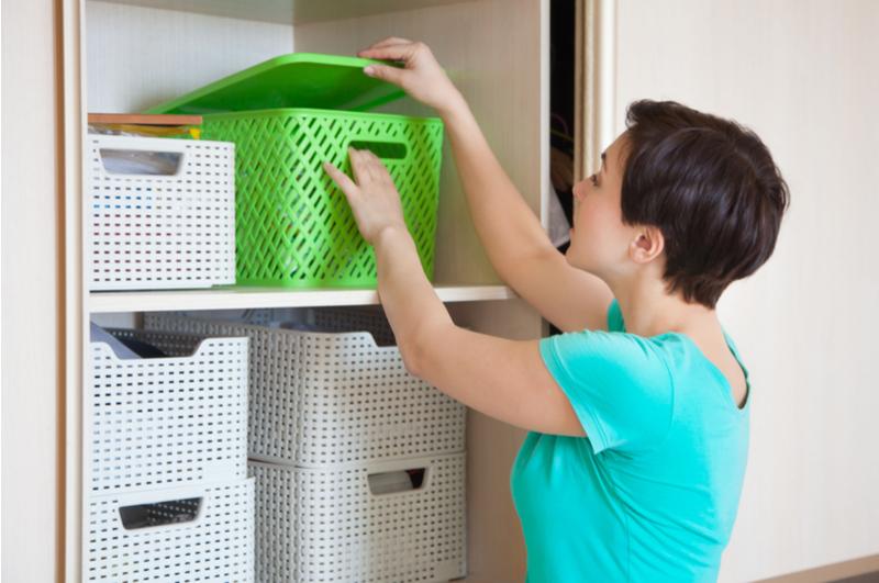 Huis opruimen moeilijk en tijdrovend? Dat vond ik ook altijd, tot ik met deze tips aan de slag ging. Inmiddels kost het opruimen van ons (volle) huis steeds minder tijd.