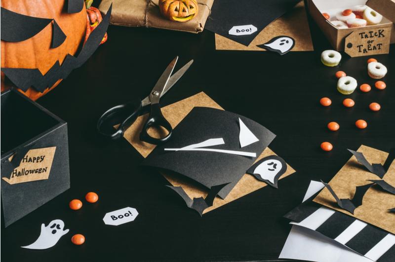 Knutselen voor halloween met peuters en kleuters for Halloween versiering maken