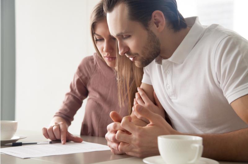 Een overlijdensrisicoverzekering, lijfrenteverzekering en uitvaartverzekering worden nog wel eens door elkaar gehaald. Ik leg je de verschillen uit en er wordt verder ingezoomd op de overlijdensrisicoverzekering. Want moet je deze eigenlijk wel afsluiten? En waar moet je allemaal opletten wanneer je dat van plan bent?