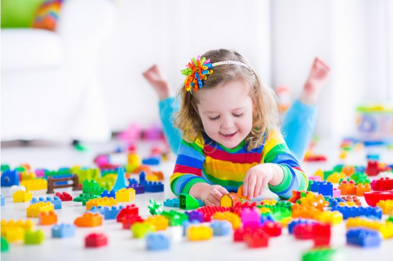 Minder speelgoed en meer herinneringen. Het wordt steeds normaler om kinderen niet altijd speelgoed cadeau te geven. Maar wat geef je dan wel?