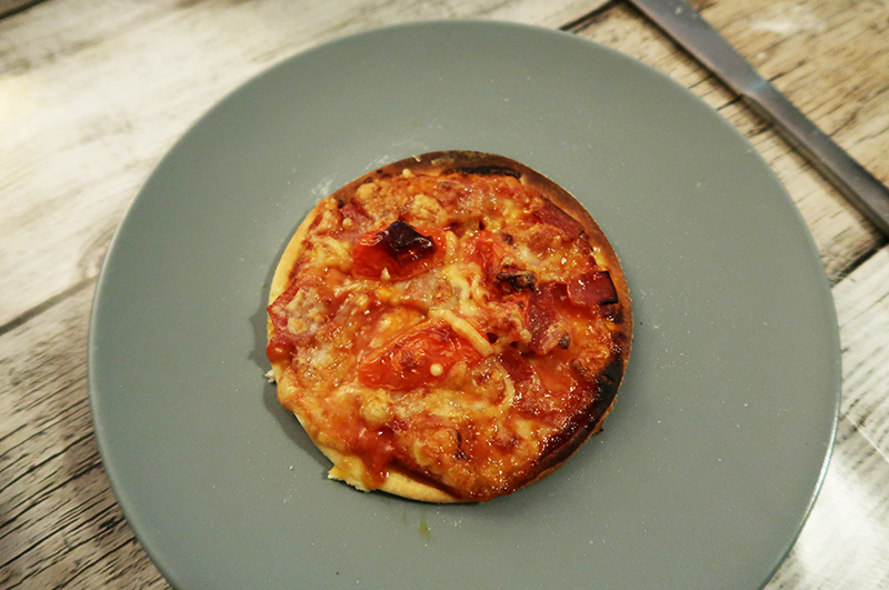 De Pizzarette grill van Emerio is een perfect apparaat om pizza's en vlees, vis en groente mee te bakken tijdens de feestdagen. Wij probeerden het uit en ik kan zelfs na mijn maagverkleining heerlijk eten vanaf dit apparaat.
