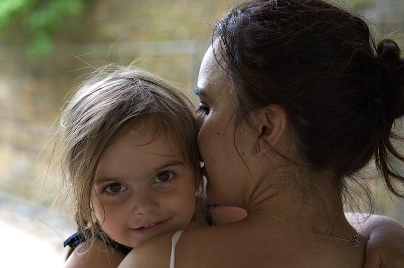 """Twee jaar geleden na de geboorte van onze dochter wisten we al: """"Dit is een bijzonder exemplaar!"""" Op dit moment verdiepen we ons in 'hoog sensitief opvoeden' en het boek Hoogsensitief Opvoeden van Melissa Mertens kan ons hier goed bij helpen."""