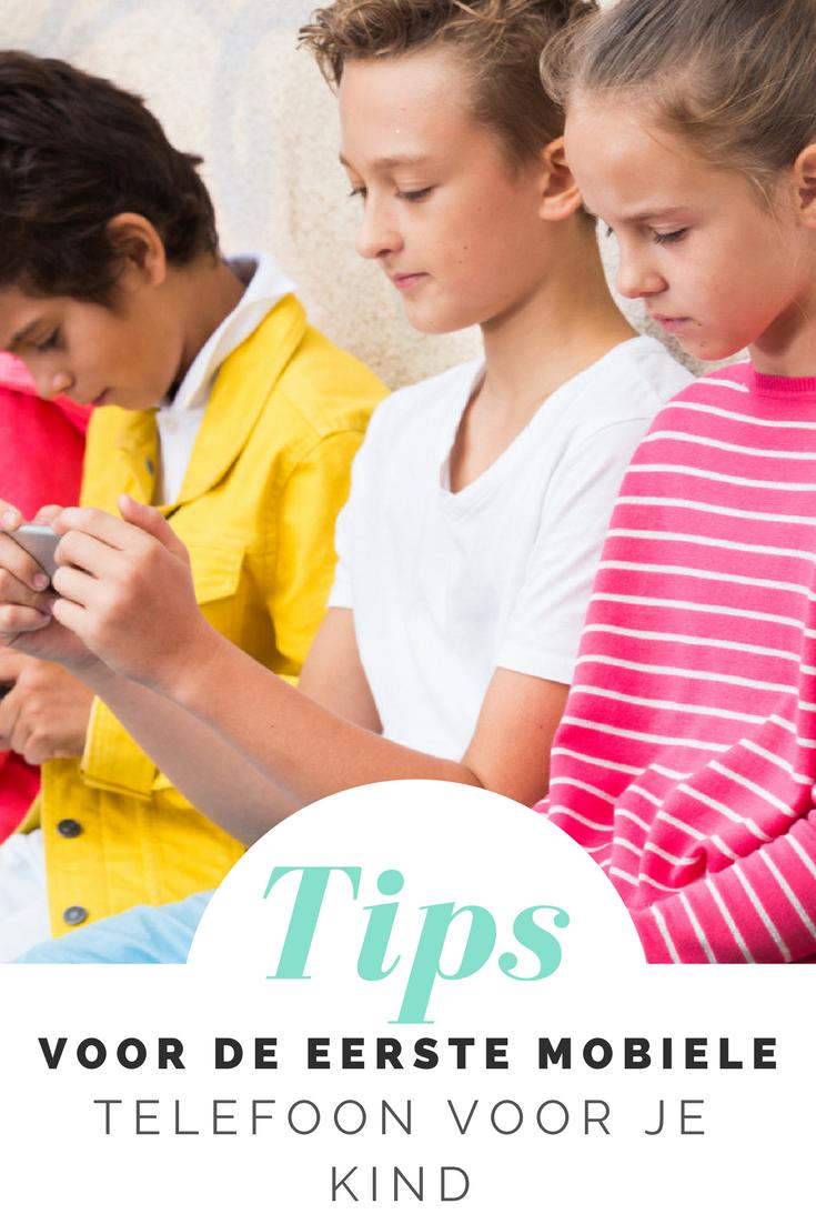 Met deze tips voor de eerste mobiele telefoon voor je kind, weet je zeker dat je niet voor verrassingen (van bijvoorbeeld hoge telefoonkosten) komt te staan!